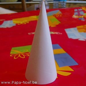 C ne en papier a imprimer fabrication cones decoration de for Fabrication decoration de noel